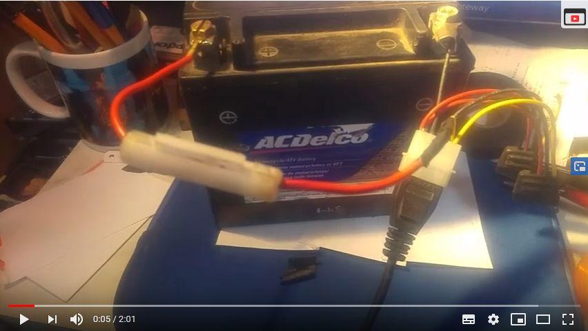 Como cargar la batería de tu moto con un eliminador de corriente
